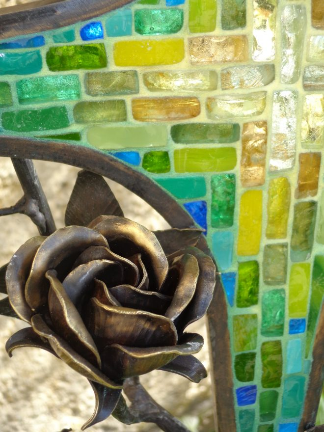 Grabkreuz - Bronze mit Mosaik, Detail